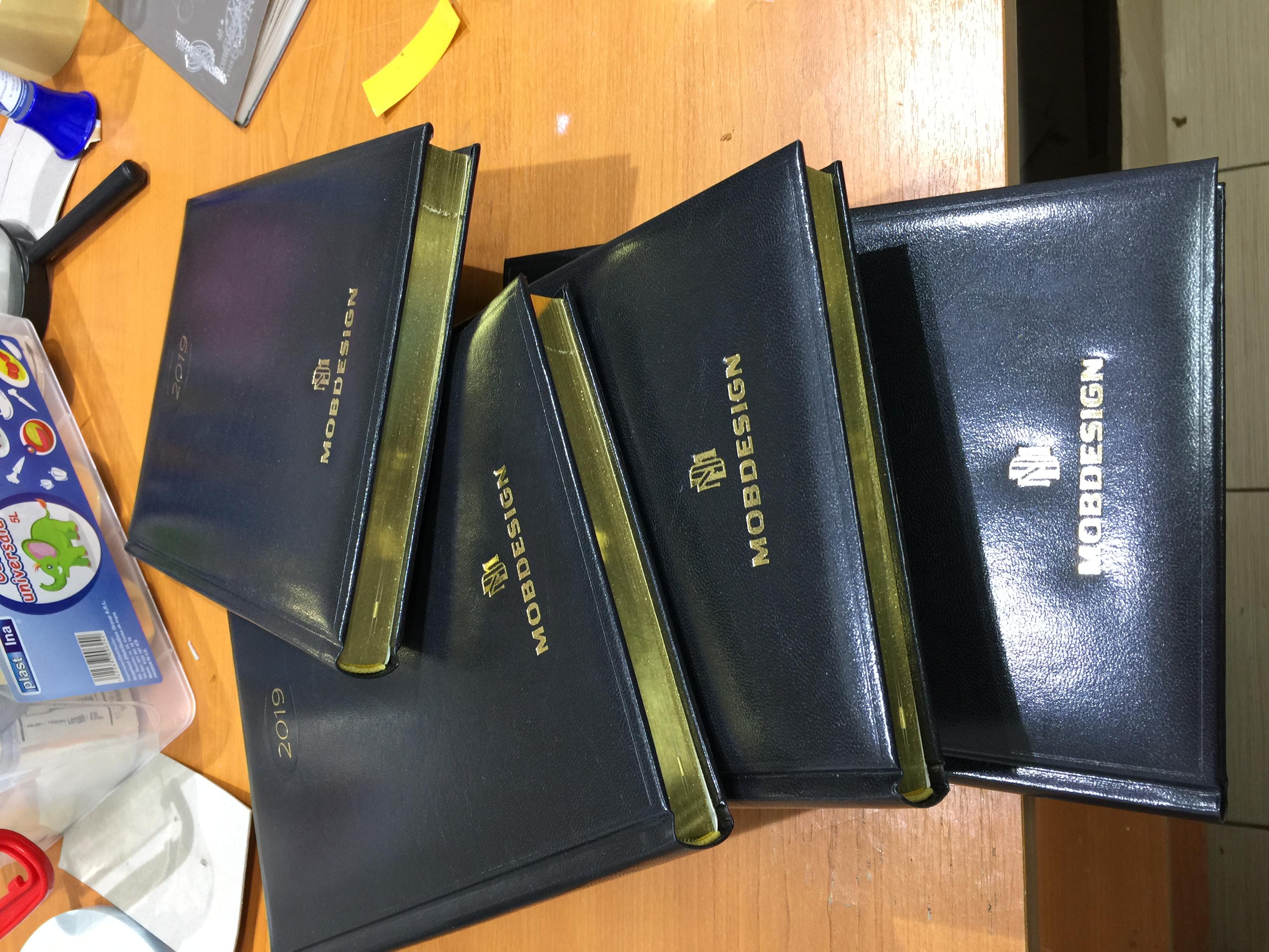 Agenda cu cant auriu personalizata folio auriu